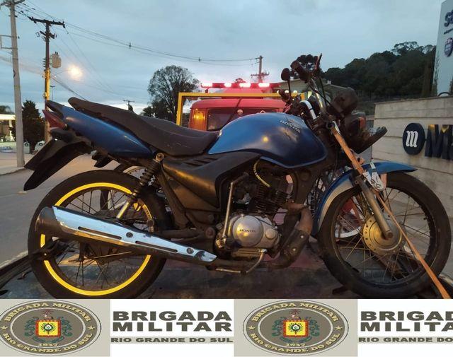 ROCAM prende dois homens com motocicleta adulterada no Salgado, em Bento
