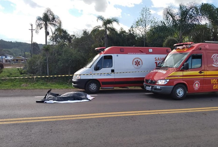 Mulher morre atropelada na RSC-453, em Garibaldi