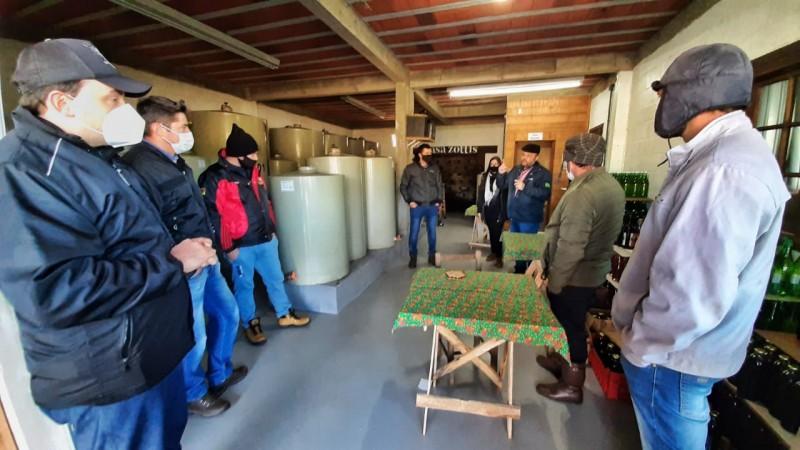 Grupo de produtores conhece vinícolas familiares de Bento