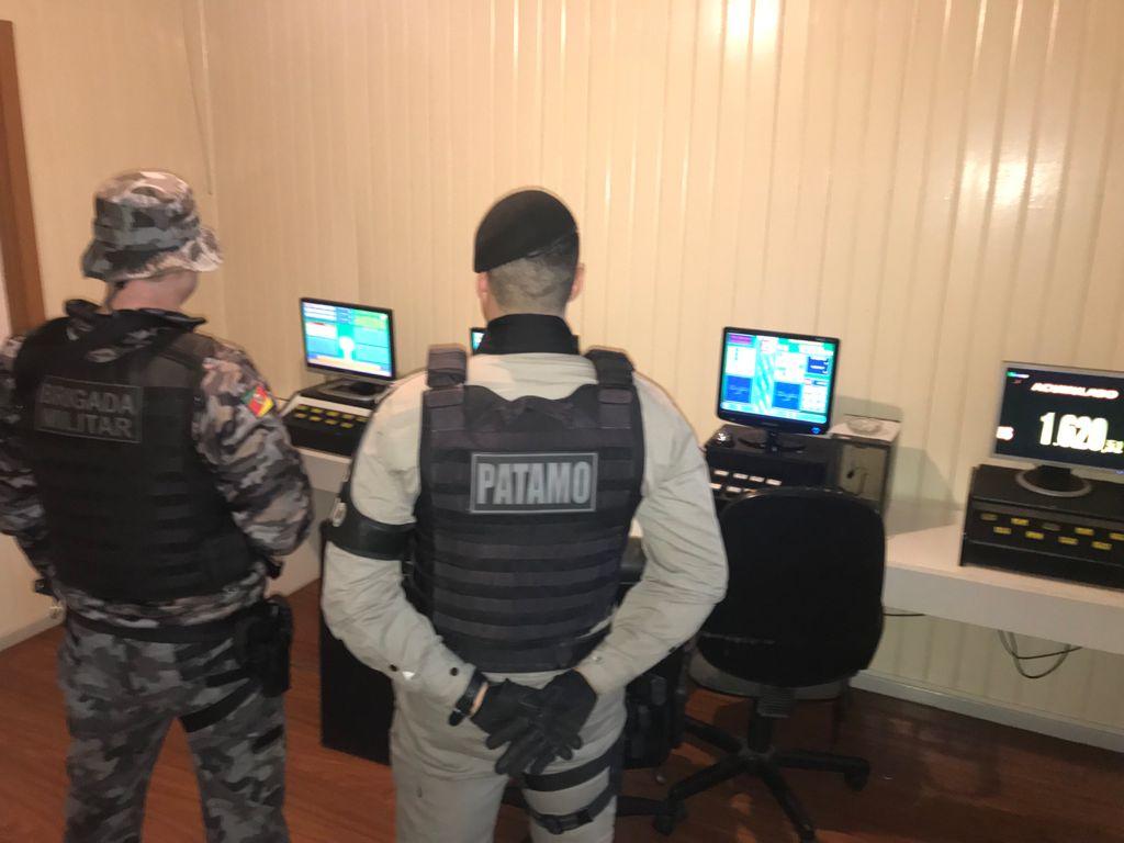 Brigada Militar realiza operação em casa de jogos de azar em Bento