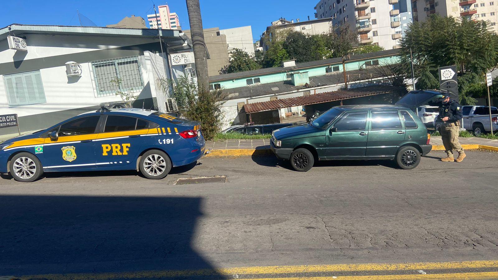 PRF recupera carro furtado em golpe, na BR-470, em Bento