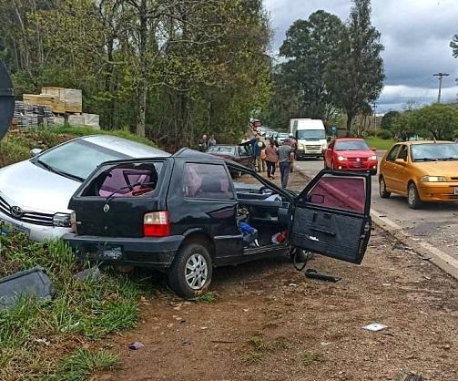 Acidente deixa duas pessoas feridas na ERS-324 em Nova Prata