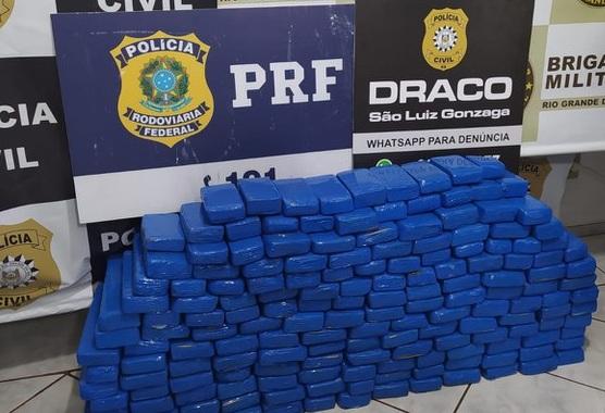 PRF, BM e PC apreendem 150 quilos de drogas, veículo furtado e 10 mil reais em dinheiro falso