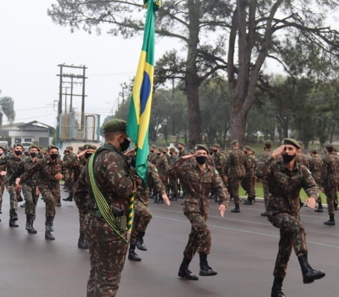 6º Bcom e 8ª Cia Com realizam formatura alusiva o Dia do Soldado