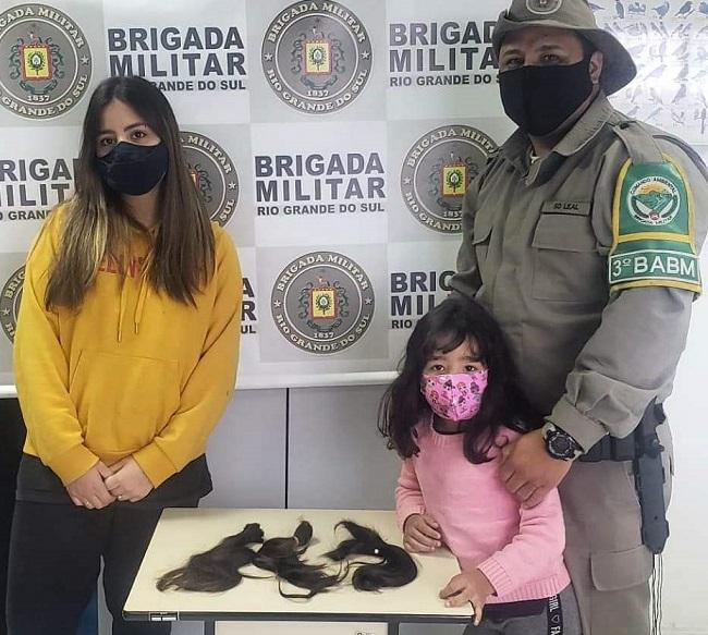 Filhas de policial militar doam mechas de cabelo para campanha em Bento