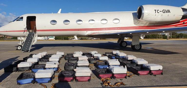 PF apreende 1,3 tonelada de cocaína em avião particular estrangeiro no Aeroporto de Fortaleza