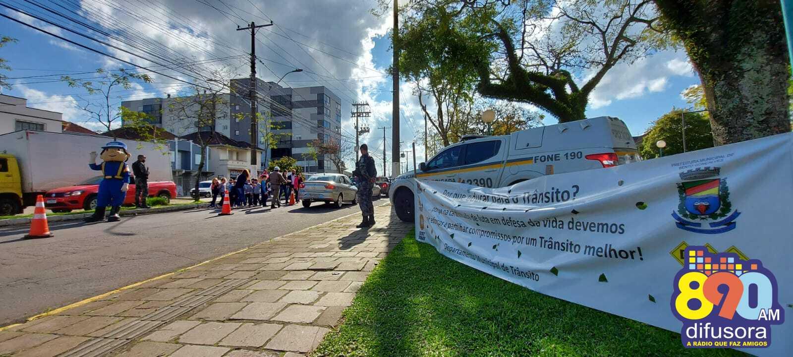 DMT e Brigada Militar realizam ações da Semana Nacional do Trânsito com alunos da EMI Mamãe Coruja em Bento