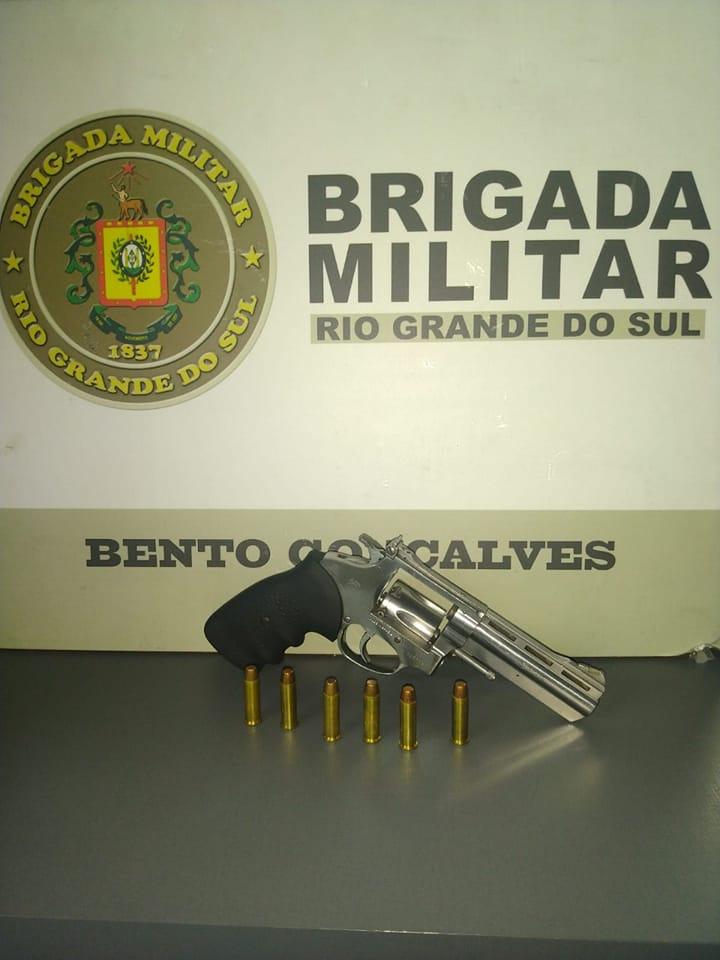 Brigada Militar flagra adolescente armado durante operação em Bento