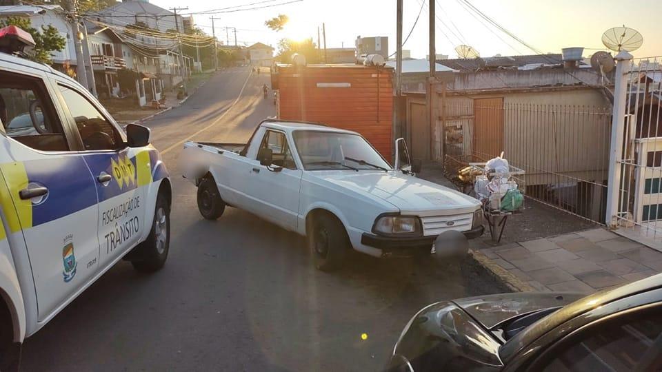 Motorista embriagado bate em caminhão parado no Ouro Verde em Bento
