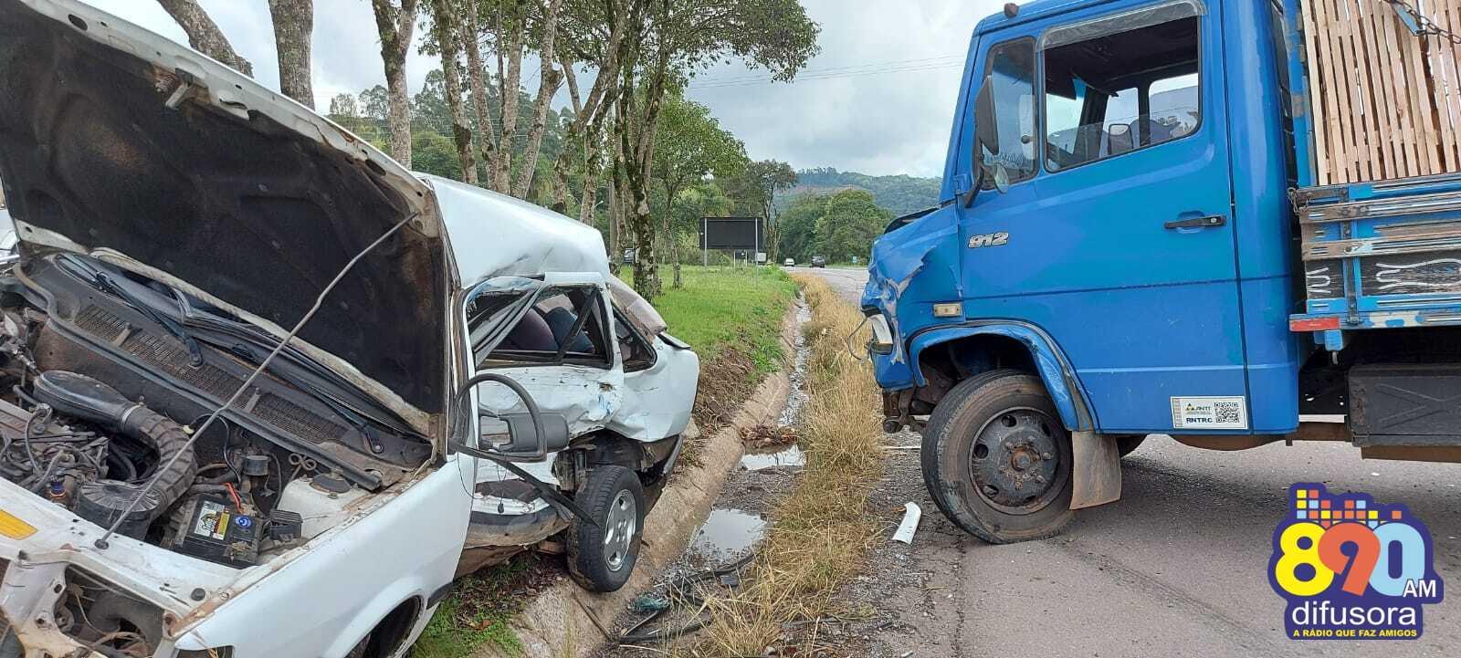 Acidente deixa duas pessoas feridas no Trevo do Barracão, entre Bento e Farroupilha