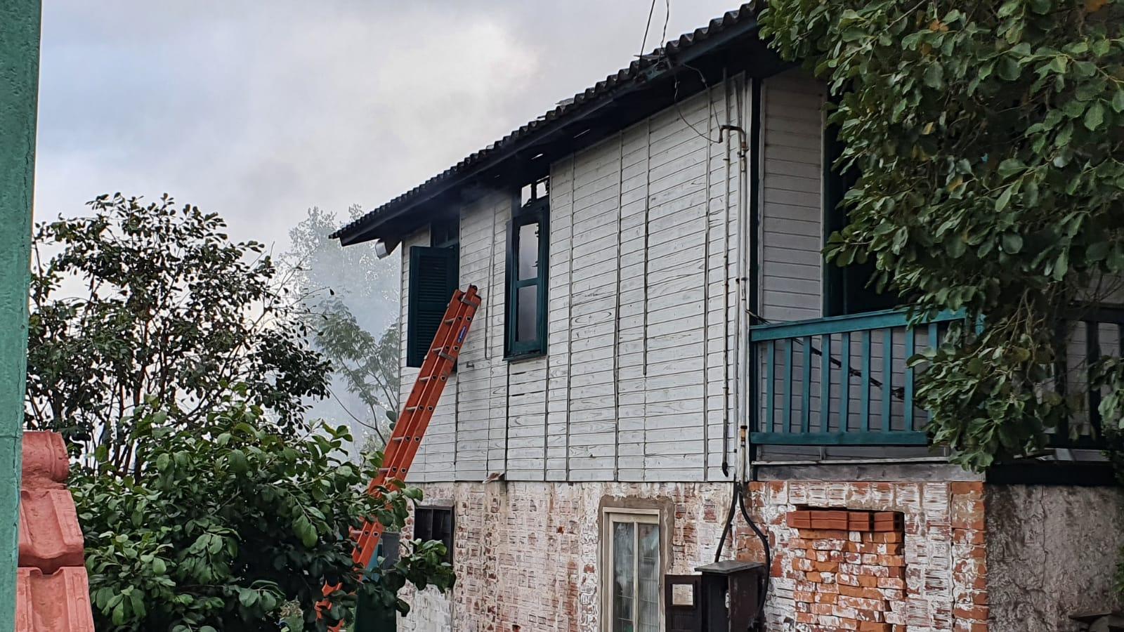 Incêndio atinge residência no loteamento São Paulo, em Bento
