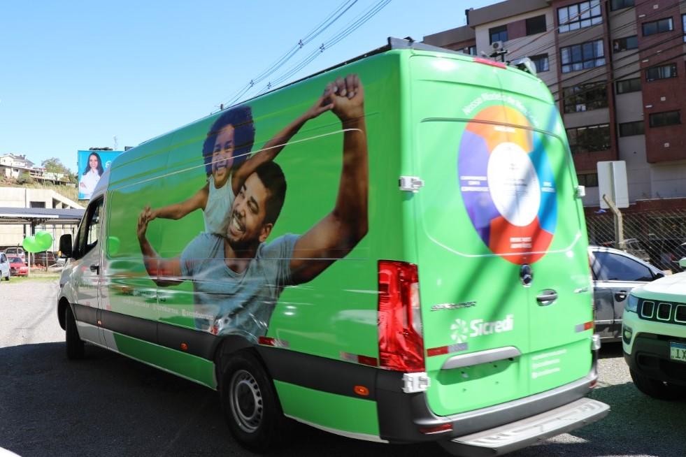 Sicredi Serrana inaugura sua primeira agência móvel