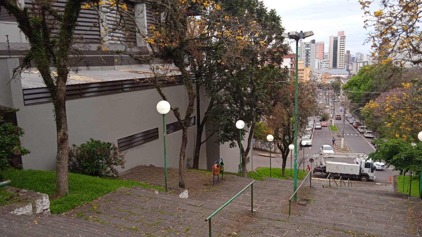 Praças de Bento recebem iluminação com lâmpadas LED