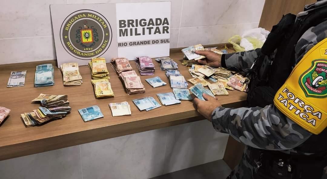 Policiais Militares do 2° Batalhão Rodoviário da Brigada Militar realizam prisão por Tráfico de Drogas