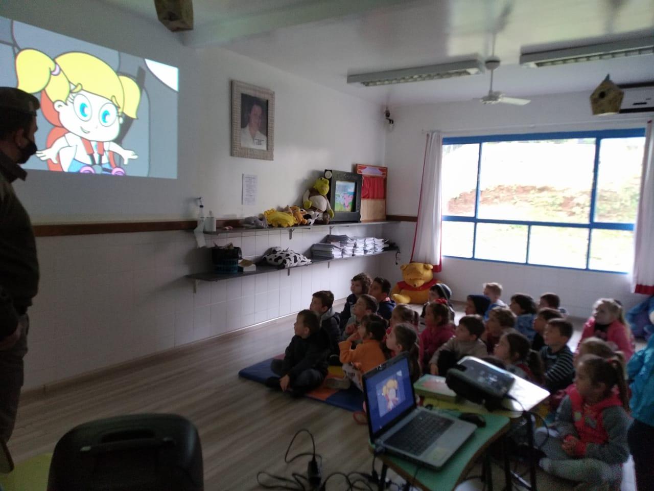 Brigada Militar realiza palestra para crianças em Veranópolis