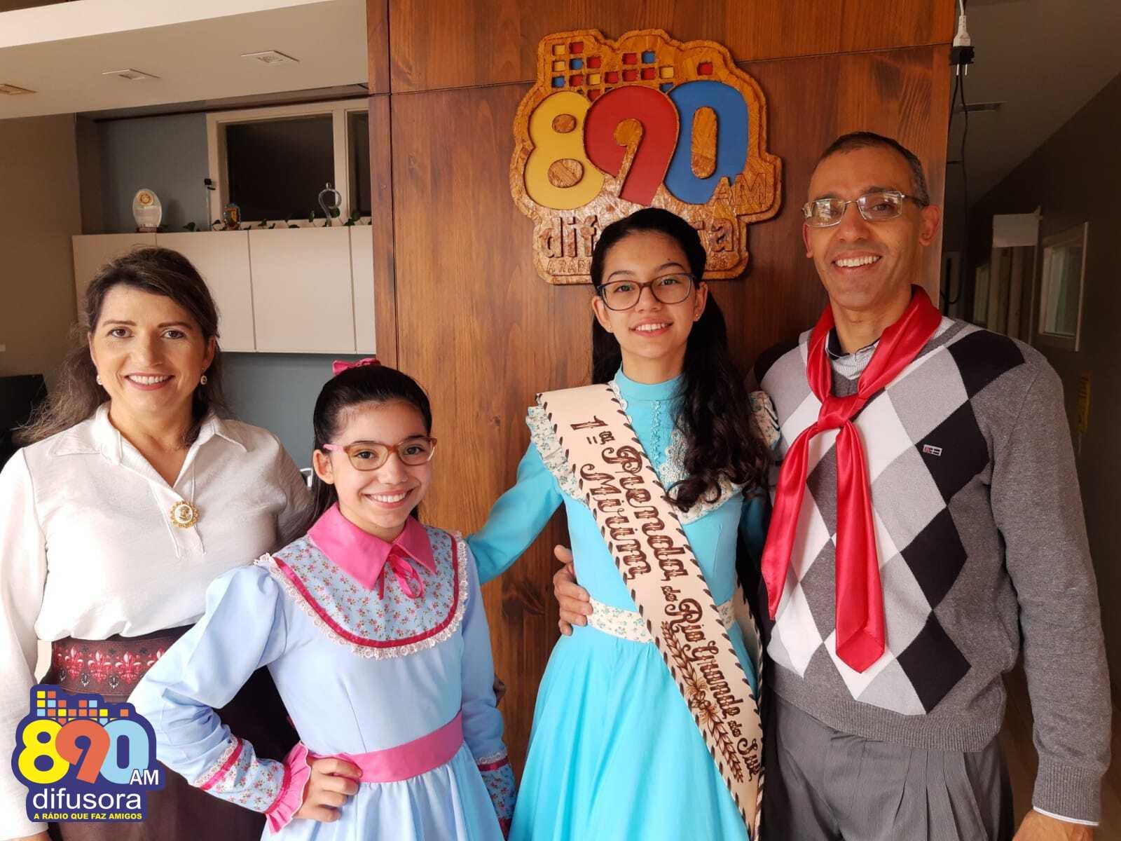 Rádio Difusora recebe a Prenda Mirim do Rio Grande do Sul
