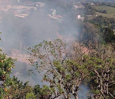 Moradora reclama de constantes incêndios em loteamento no bairro Tancredo, em Bento