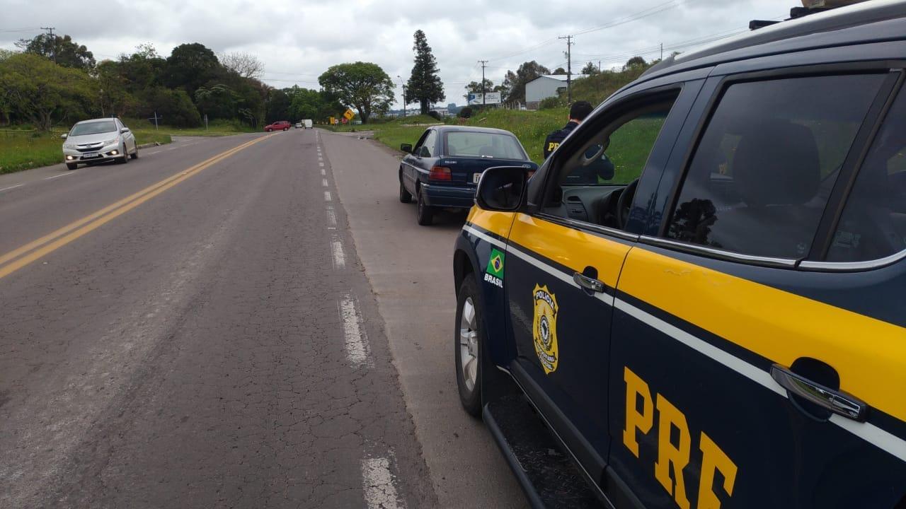 PRF recupera carro furtado em Garibaldi
