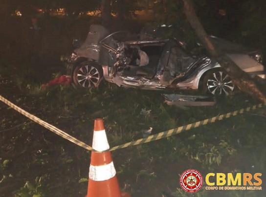 Bombeiros atendem acidente com condutor preso às ferragens na BR-470 em Nova Prata