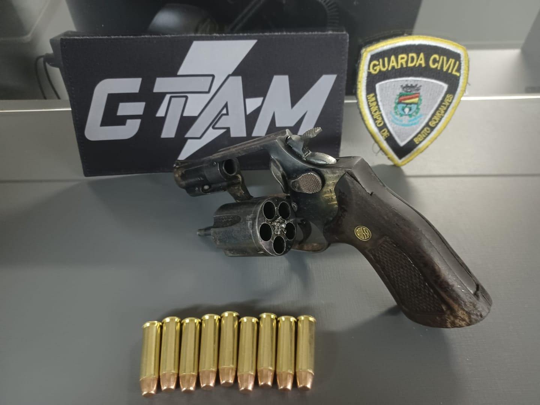 GCM prende homem por porte ilegal de arma na BR-470 em Bento