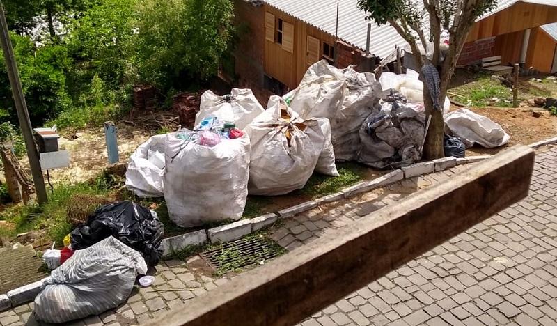 Moradores do Zatt, em Bento, denunciam reciclagem ilegal e acúmulo de lixo no Bairro