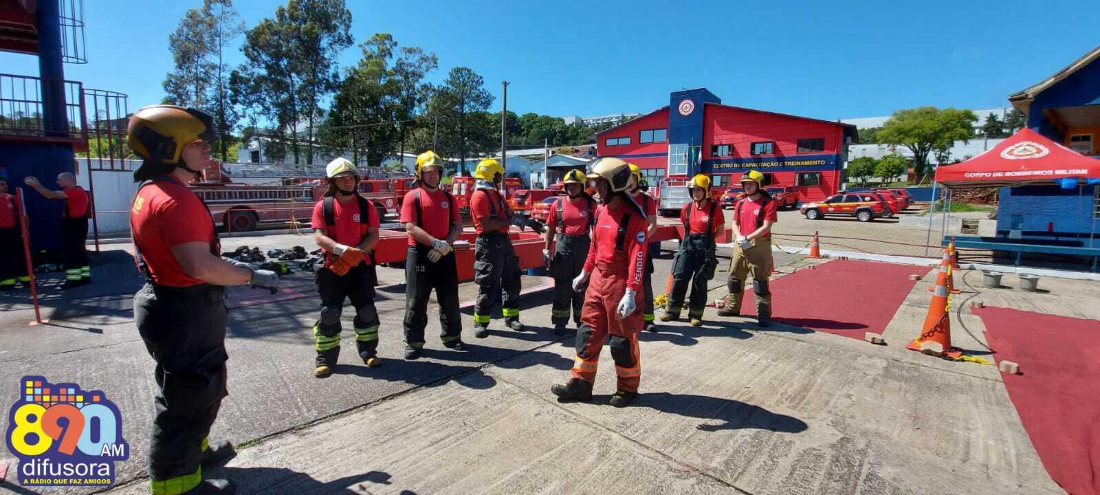 Bombeiros de Bento realizam treinamento de instrutores em combate a incêndio